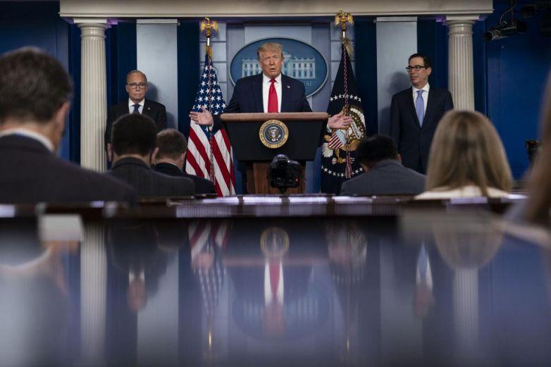 Trump sanciona extensión de fondo para negocios