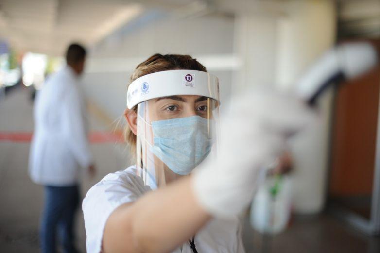 Realizan pasantes de enfermería servicio social en hospitales Covid