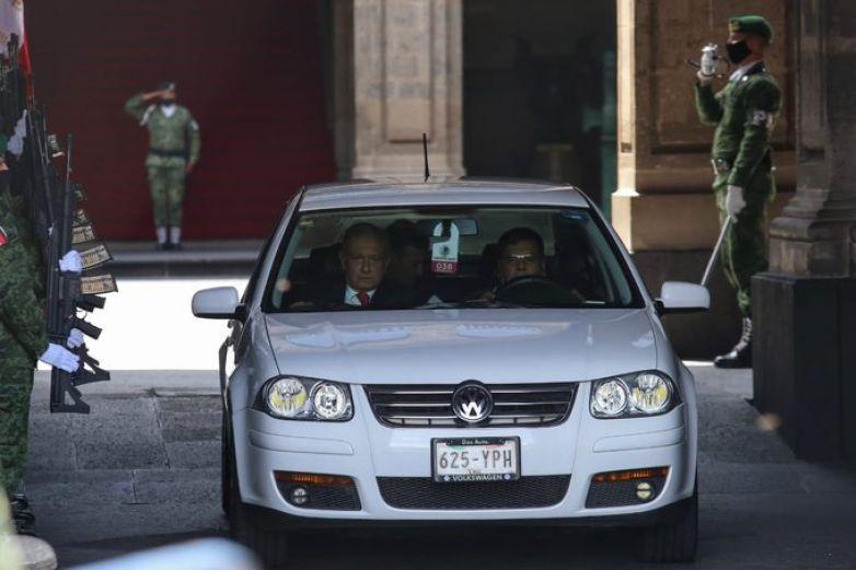 López Obrador se dirige al AICM para viajar a Washington