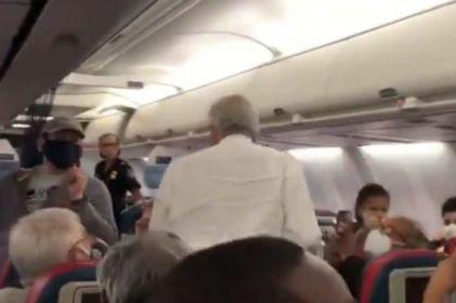 Llega AMLO a Atlanta para transbordar avión a Washington