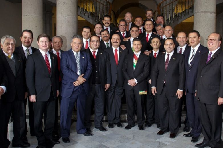 'Foto maldita' junto a Peña Nieto; van 8 exgobernadores detenidos