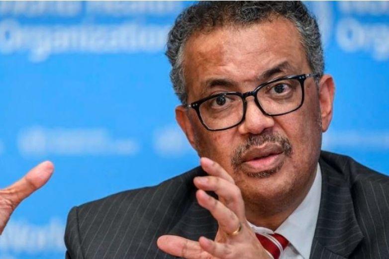 Director de la OMS rompe en llanto al pedir unidad para afrontar pandemia