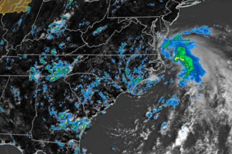 Fay se degrada a ciclón tropical sobre Nueva York