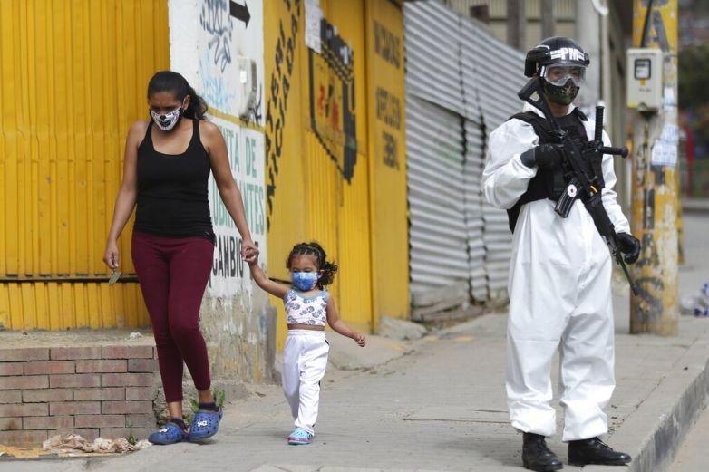 Impone Colombia toque de queday Ley Seca por pandemia