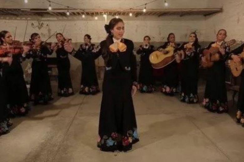 Mariachi de mujeres interpreta 'Bohemian Rhapsody' de Queen