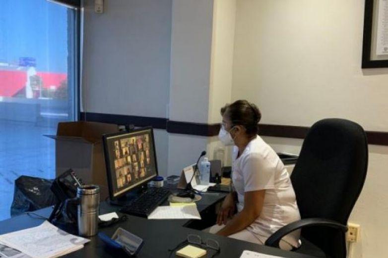 Celebran graduación virtual pasantes de enfermería
