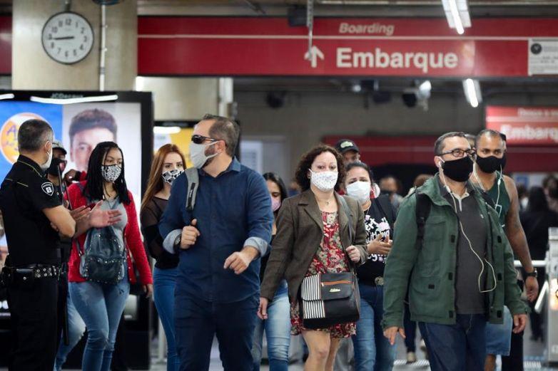 Brasil: van 2.7 millones de casos y 93 mil muertes por Covid