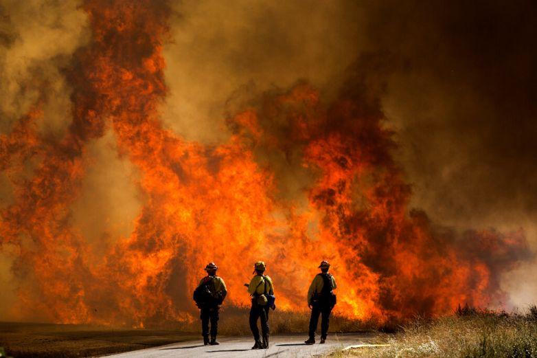 Incendio en al sur de California causa evacuaciones