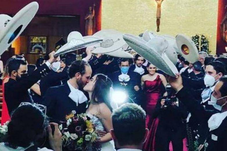 ¡Tremendo fiestón en plena pandemia! Hija de Alejandro Fernández se casa