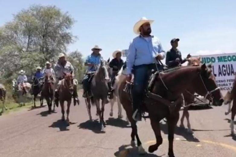 Marchan productores por cierre de Presa Francisco I. Madero