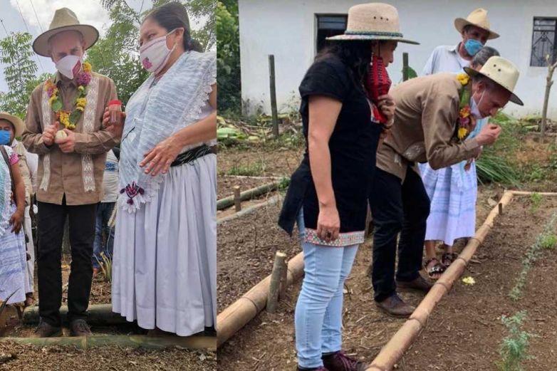 Captan a López-Gatell consumiendo plantas medicinales en Puebla