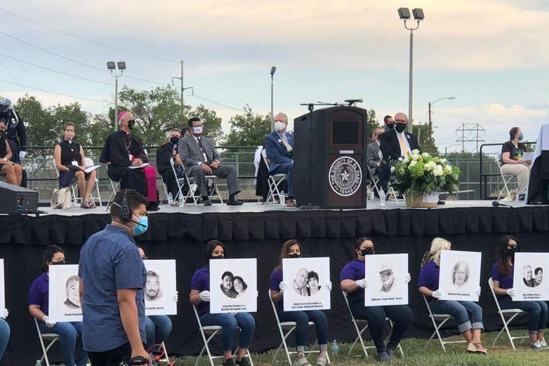 Honran memoria de víctimas de la masacre de Walmart