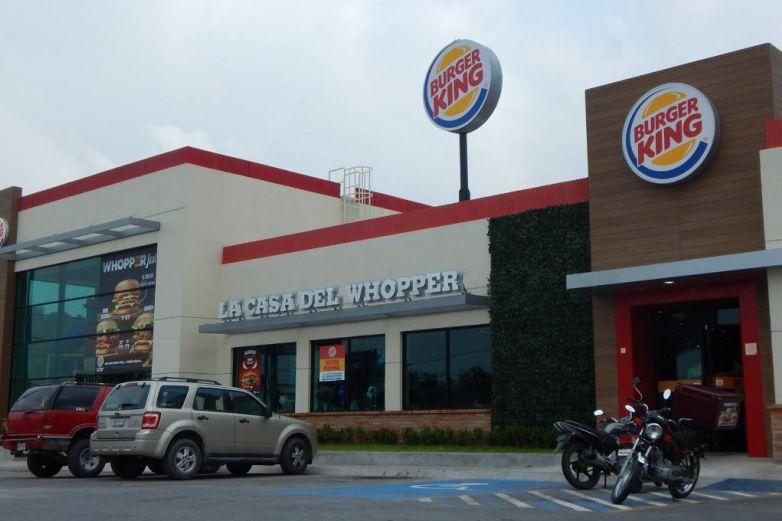 Hombre mata a empleado de Burger King por tardar en entregar orden a su novia