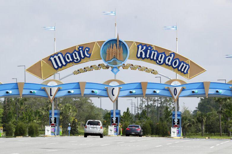 Reporta Disney caída de ingresos de 42% en trimestre