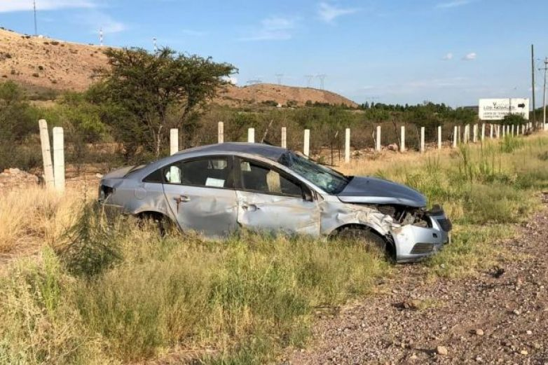 Vuelca en la carretera a Delicias