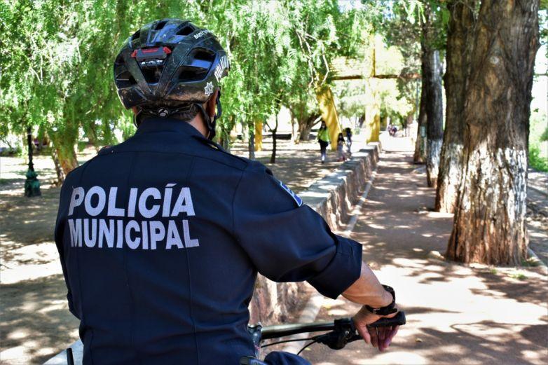Policías preventivos evitan aglomeraciones en Parral