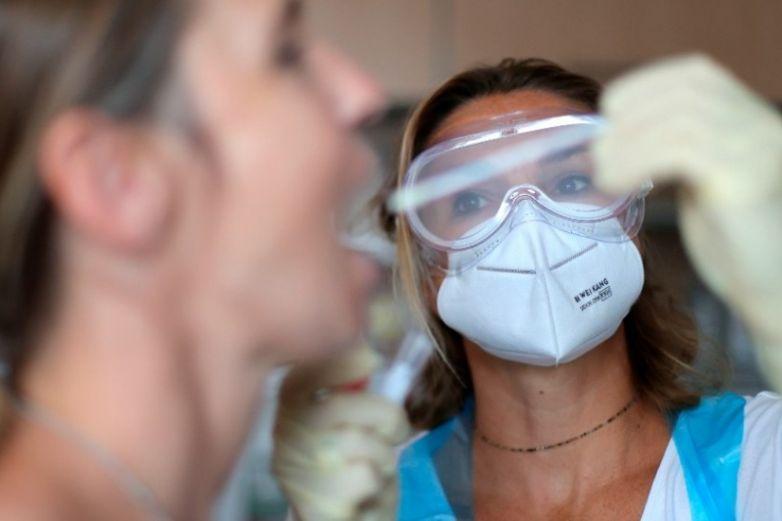 Por realizar fiesta familiar en plena pandemia aíslan a 900 personas en Alemania