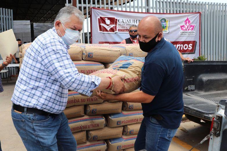 Entregan material de construcción en Cuauhtémoc