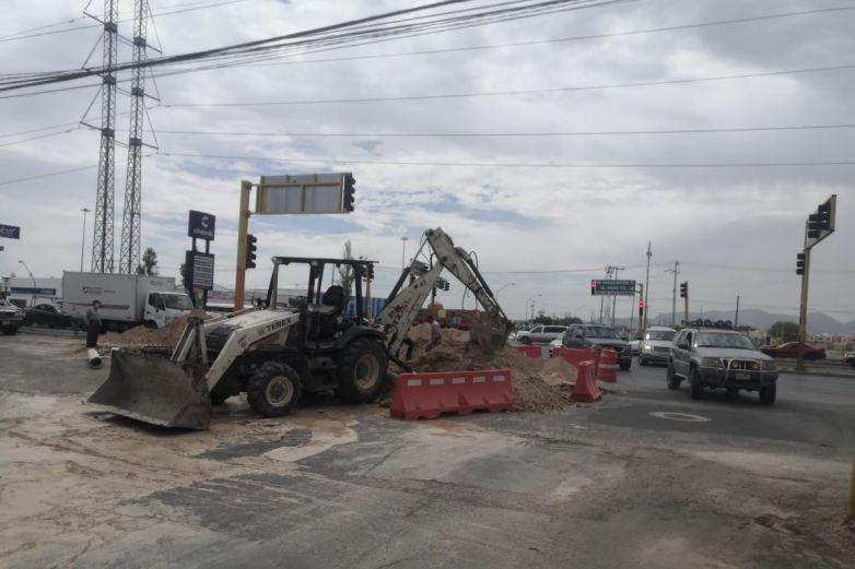 ¡Precaución! cierran carriles de avenida de Las Torres