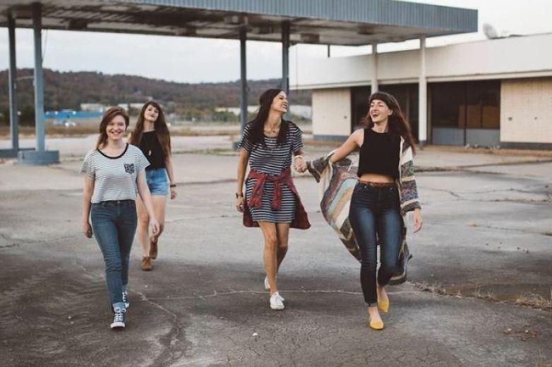 Lanza OMS regaño a jóvenes: ¿realmente necesitan salir de fiesta?