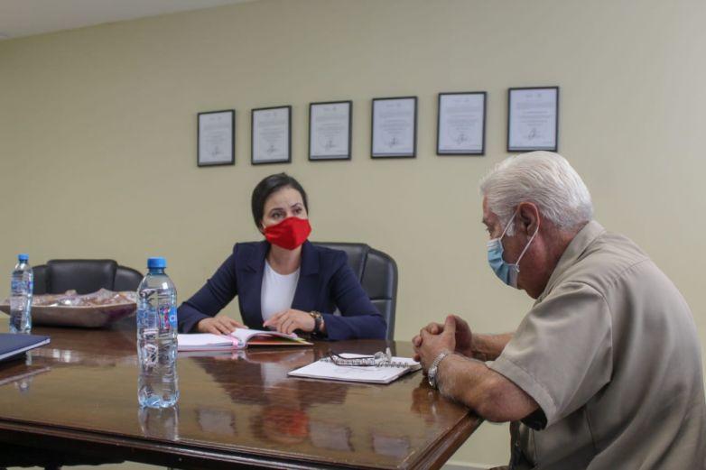 Se reúne presidenta del DIF Parral con director de Hospital Infantil