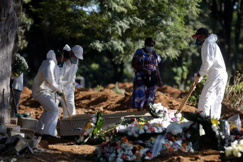 Aumentan muertes diarias por Covid por millón de habitantes en México