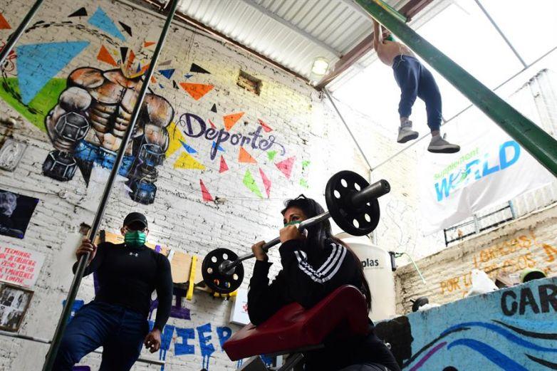 'Gym' callejero al rescate de jóvenes de las drogas y delincuencia