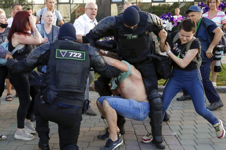Muere manifestante en choques por elecciones en Bielorrusia