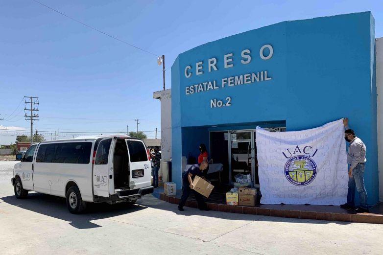 Estudiantes de la UACJ donan artículos de higiene a internas del Cereso