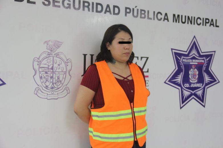 Decomisan arma de fuego a mujer; viajaba con sus 3 hijos en camioneta