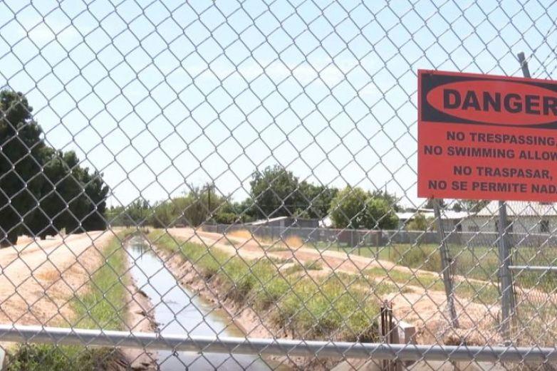 Rescatan cuerpo de canal en El Paso