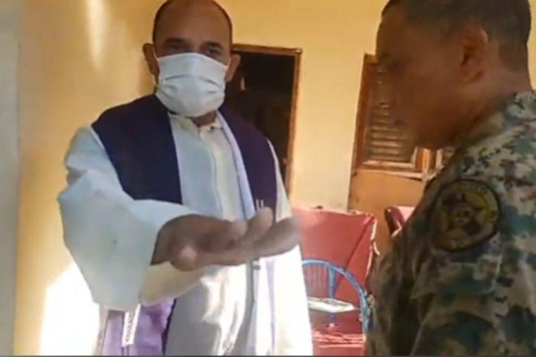 Policía se disfraza de sacerdote para rescatar a madre e hijo secuestrados