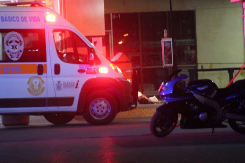 Ataque armado afuera de supermercado deja un hombre muerto y una mujer lesionada
