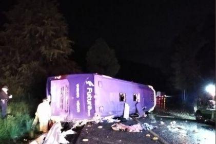 Vuelca autobús en la México-Toluca; 10 muertos y 28 heridos