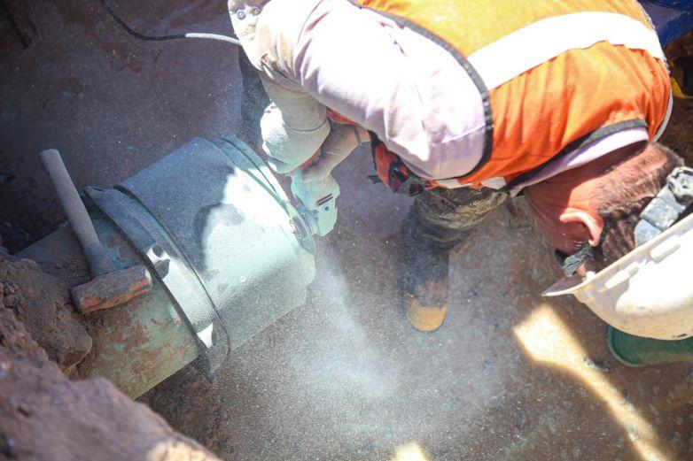 Suspenden agua en 7 fraccionamientos por obras de la JMAS