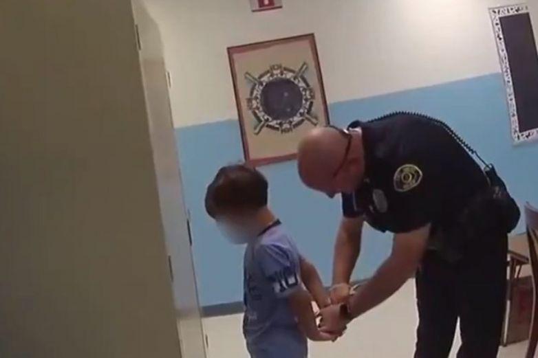 Detienen en Florida a niño de 8 años al interior de escuela