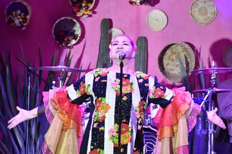 Con artistas chihuahuenses comienza festejo patrio en Palacio de Gobierno