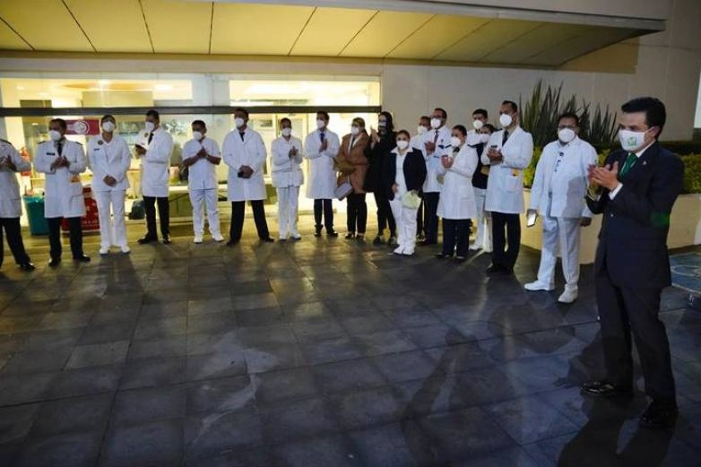 Reconocen con medalla Miguel Hidalgo a personal médico