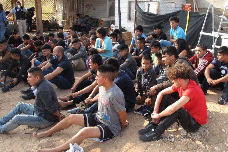 Vivían hacinados 55 migrantes en casa de seguridad