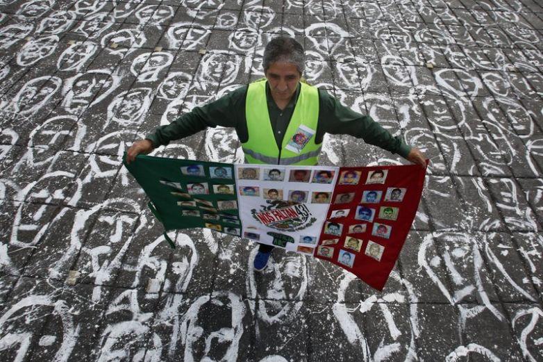 AMLO se reúne con familiares de desaparecidos de Ayotzinapa