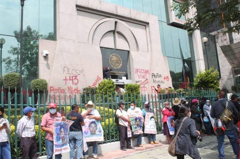 Identifican restos de un tercer normalista de Ayotzinapa