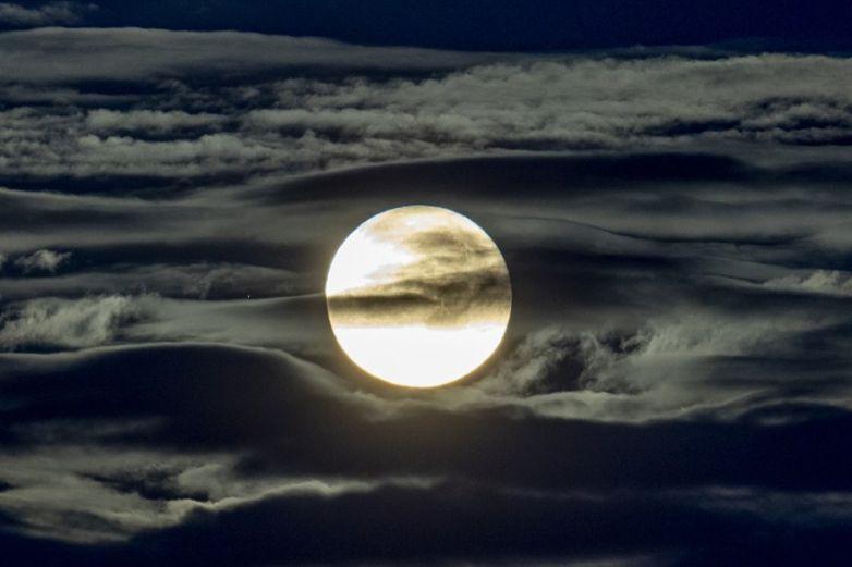Mediciones de radiación lunar muestran niveles peligrosos
