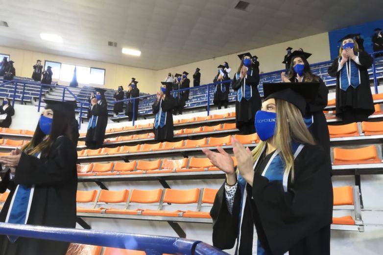 Es una graduación con sentimientos encontrados: egresados UACJ