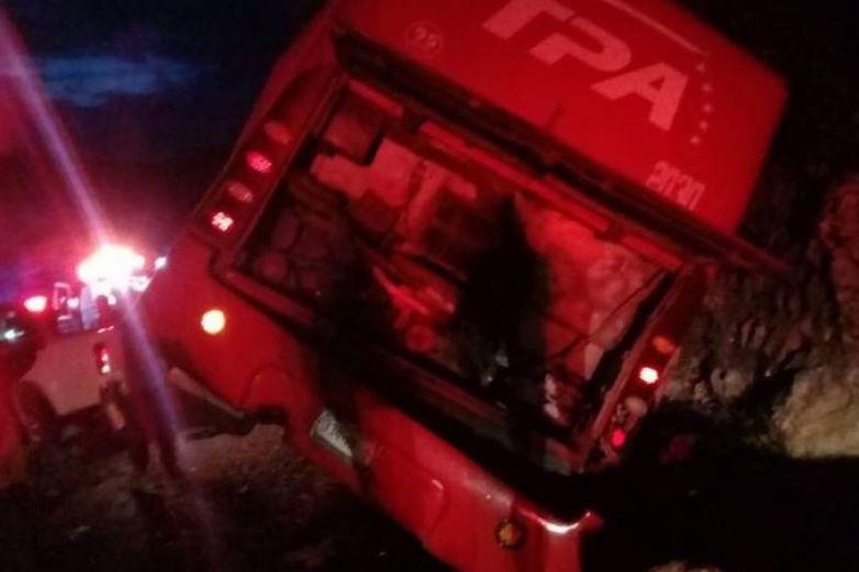 Mueren 13 pasajeros en accidente de autobús en Chiapas