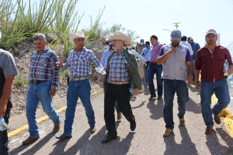 Senadores recorren presa La Boquilla