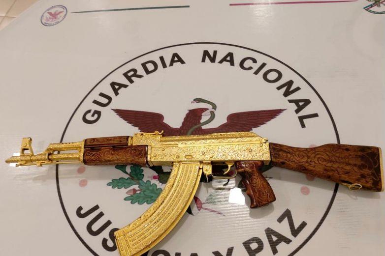 Asegura Guardia Nacional  'cuerno de chivo' chapado en oro