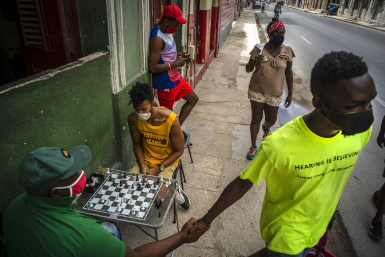 Pone EU en lista negra tarjeta popular entre cubanos