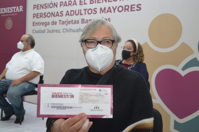 Hasta a domicilio entregan a pensionados tarjetas de Bienestar