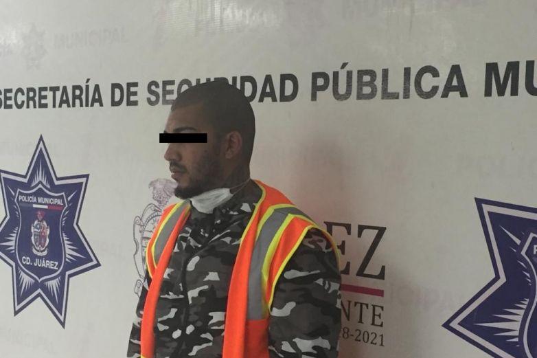 Cae cubano con tres envoltorios de cocaína
