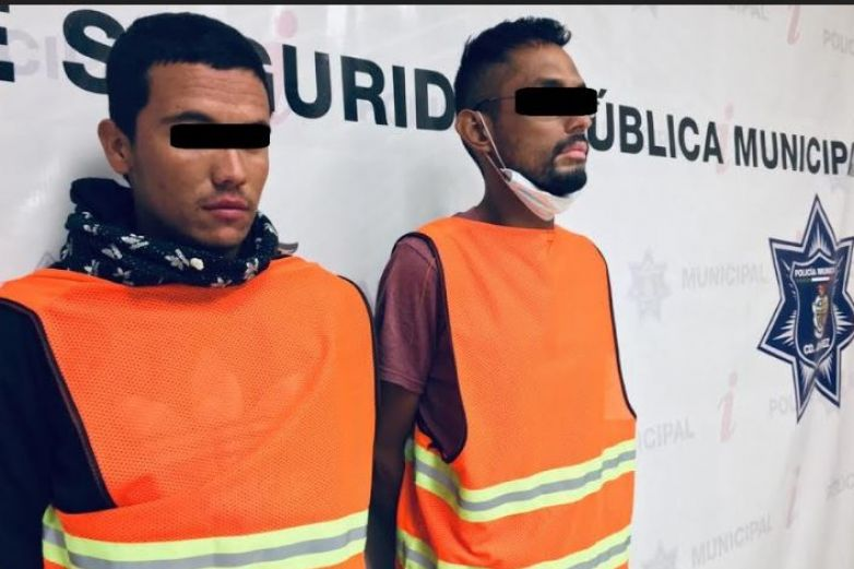 Detienen a dos presuntos 'polleros' y resguardan a 7 personas